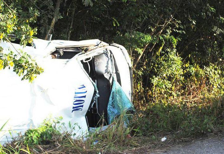 La unidad de transporte registró daños severos. Varios de los pasajeros se reportaron con lesiones, no se reportó la gravedad de los mismos. (Milenio Novedades)