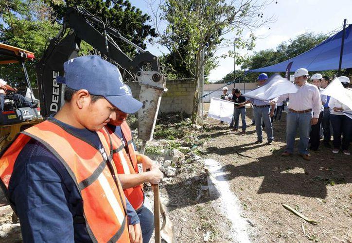 Banderazo para el inicio de la construcción del comedor comunitario en la comisaría de Cholul. (SIPSE)