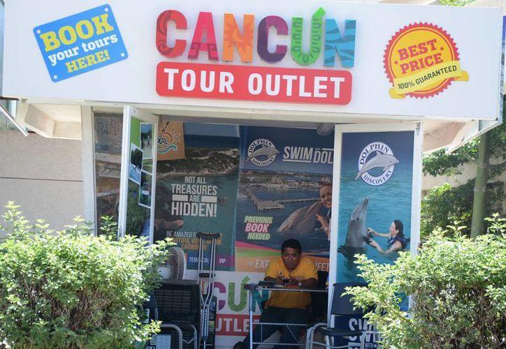 Ofrecen  atractivos turísticos y tiempo compartido en locales comerciales. (Victoria González/SIPSE)