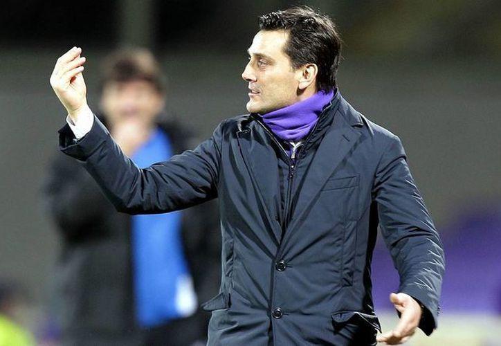 Vincenzo Montella es quien ahora tiene la encomienda de sacar al AC Milan de la oscuridad para llevarlo a la cúspide. (goal.com)