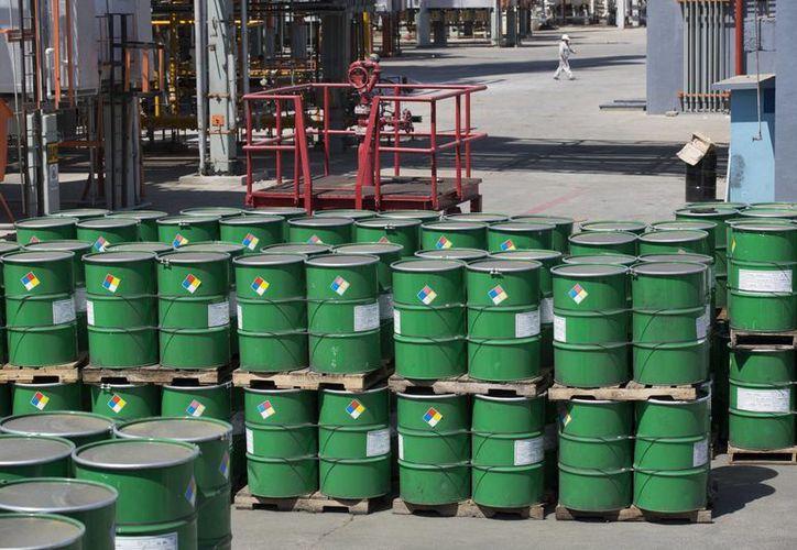 Pemex se vio obligada a recudir en un cinco por ciento su expectativa de producción de barriles diarios, cifra que representa casi dos millones 200 mil. (Archivo/SIPSE)