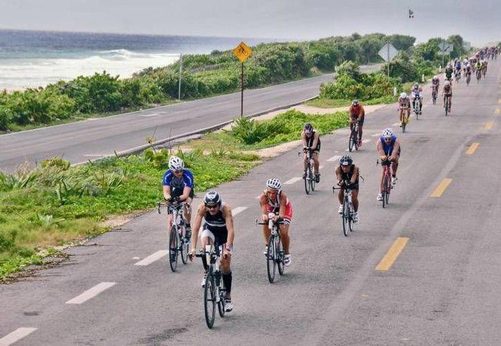 La carrera de ciclismo se desarrollará con dos vueltas alrededor de la isla, por lo que se montará un plan de vialidad ese día. (Redacción/SIPSE)