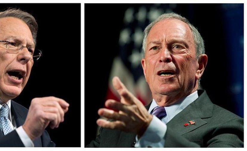 En esta foto combinada está a la izquierda el vicepresidente ejecutivo de la Asociación Nacional de Portadores de Armas (NRA) Wayne LaPierre, en una conferencia el 15 de marzo, y el alcalde de Nueva York Michael Bloomberg, el 12 de septiembre de 2012, en otra conferencia en Washington.  (Agencias)