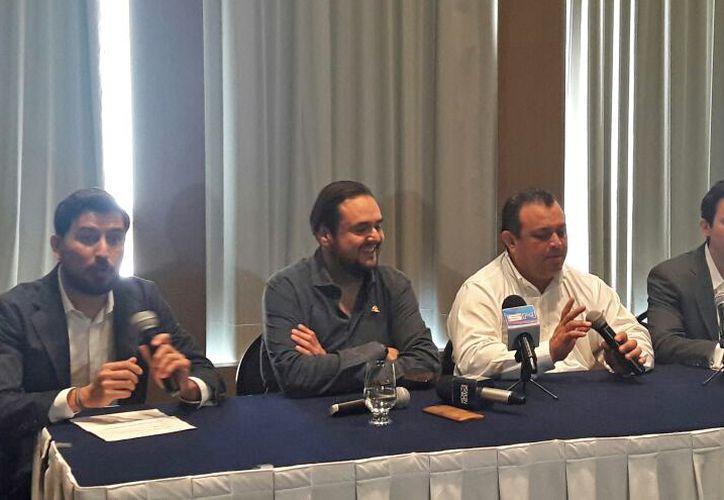 Los representantes de Uber dieron una conferencia ante los medios de comunicación. (Jesús Tijerina/SIPSE)