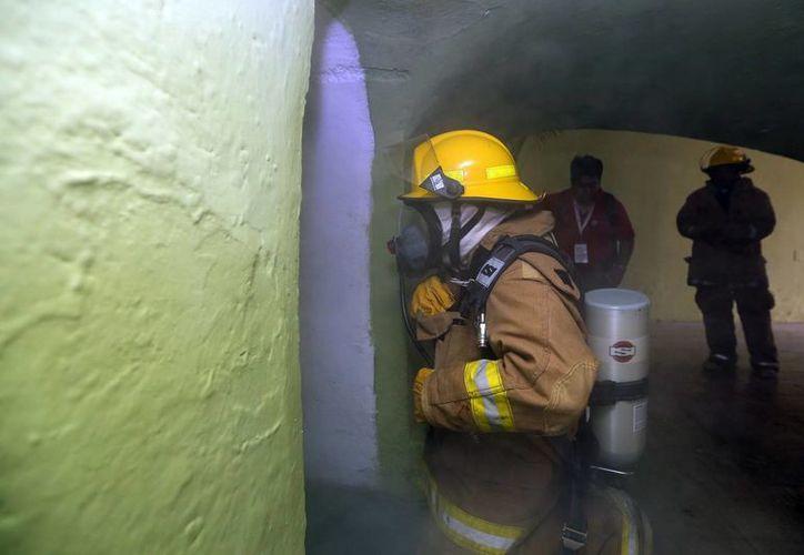 El personal que labora en el Palacio de Gobierno del Estado de Yucatán participó en un simulacro de conato de incendio. (Milenio Novedades)