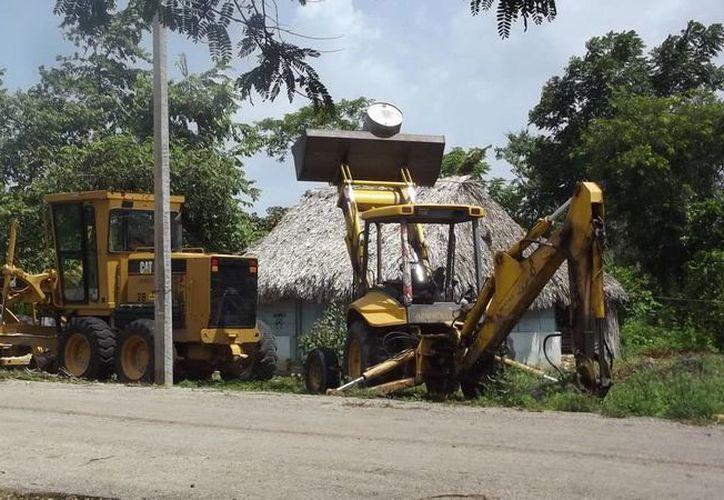 La negativa de los ejidatarios ha frenado la construcción de la carretera de terracería. (Carlos Yabur/SIPSE)