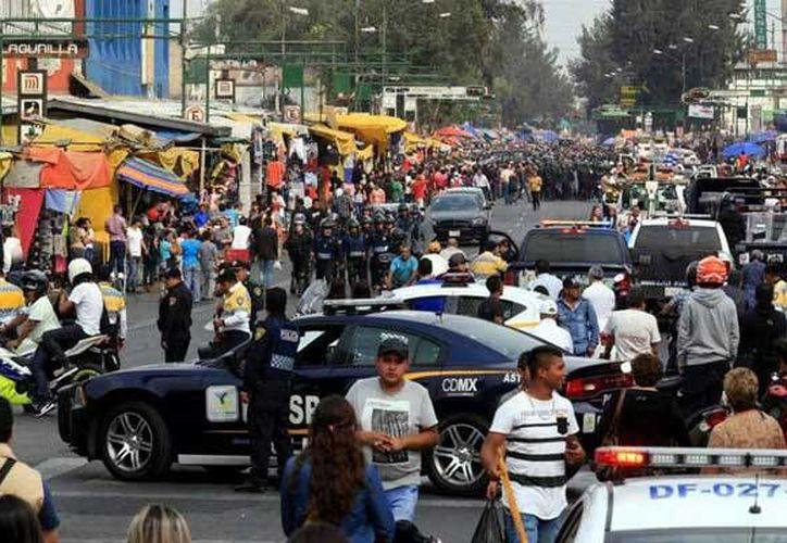 Un hombre joven y una mujer murieron esta tarde baleados en una calle de Tepito. (Foto especial tomada de la-prensa.com.mx)