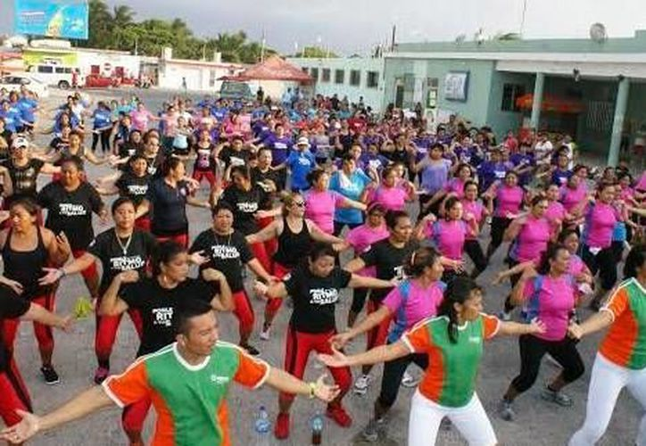 Cada vez más mujeres se unen a las jornadas de activación física en Progreso. (SIPSE)