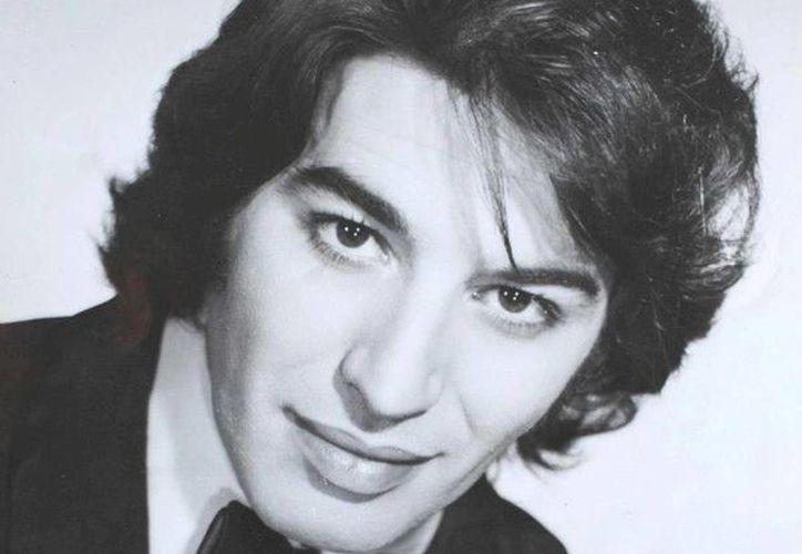 Con la exposición fotográfica 'Yo, Sandro. Un mundo de sensaciones', recuerdan al cantante argentino. (Facebook oficial)