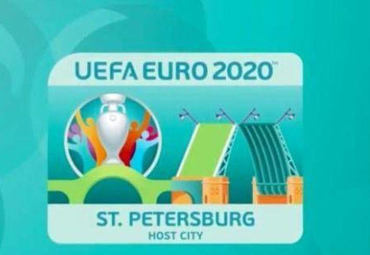 La ciudad rusa de San Petersburgo presentó este jueves el logo oficial para Eurocopa 2020, evento en el que intervendrán 13 ciudades de varios países. (ecuavisa.com)