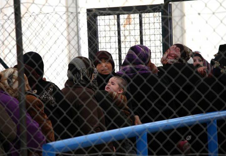 De acuerdo con cifras de la ONU, cuatro millones de personas requieren de asistencia humanitaria en Siria para poder subsistir. (Agencias)