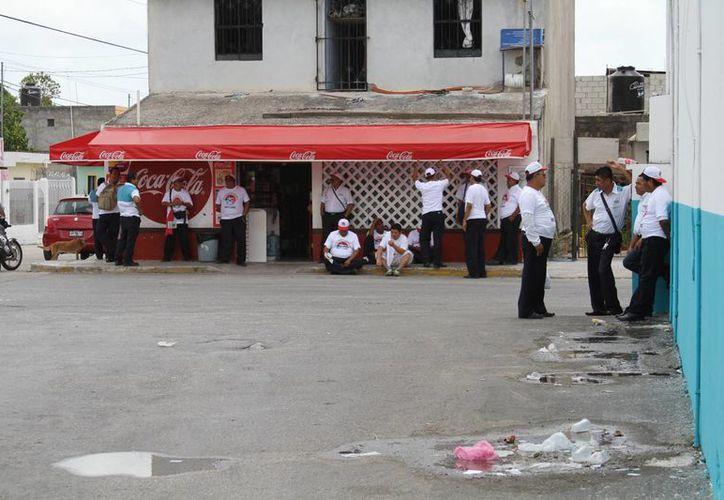 Los trabajadores se manifestaron de manera pacífica. (Sergio Orozco/SIPSE)