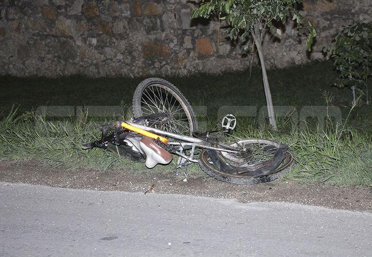 La mujer murió en el sitio, mientras que llegaba una ambulancia de la Secretaria de Seguridad Pública. (SIPSE)