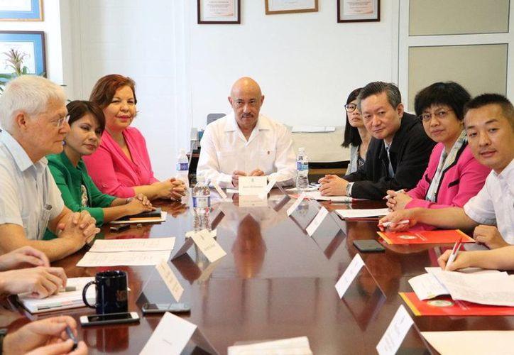 En el marco del fortalecimiento de las relaciones entre la UADY y la  Universidad de Anhui, de China, se demostró el interés por crear un Centro de Estudios de Medicina Tradicional. (Fotos cortesía del Gobierno)