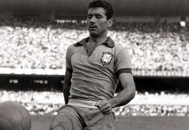 Nilton Santos era uno de los cuatro sobrevivientes del cuadro brasileño campeón del mundo en 1958.(es.fifa.com)