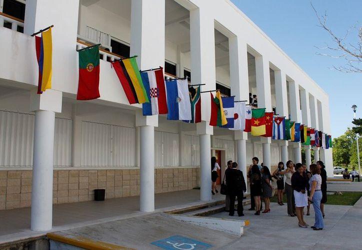 La actividad del programa de ensayos se realizó para alentar a los jóvenes en la escritura y para que plasmen sus propuestas. (Jorge Carrillo/SIPSE)
