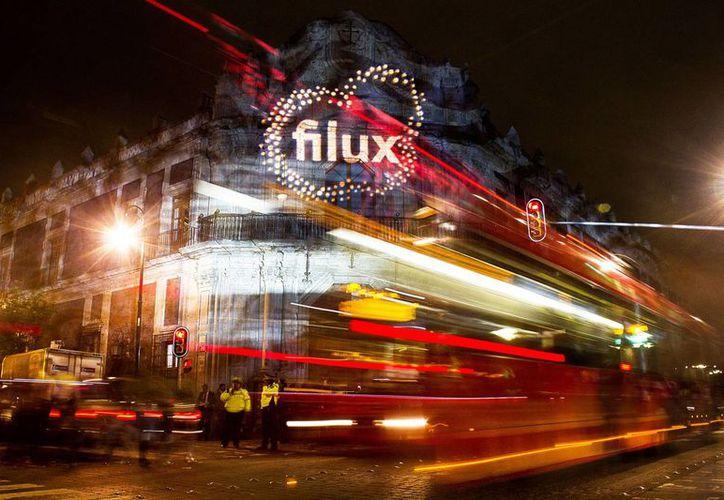 """Edificios emblemáticos del Centro Histórico de la ciudad de México se vistieron de gala al recibir por primera ocasión al Festival Internacional de las Luces """"Filux"""". (Notimex)"""