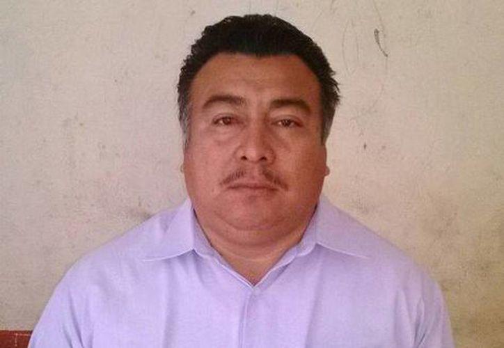 Herminio Alexander Chan Tobar se hace pasar como médico egresado de la Universidad de Guadalajara, con una especialidad de la Universidad de Santander, España. (SIPSE)