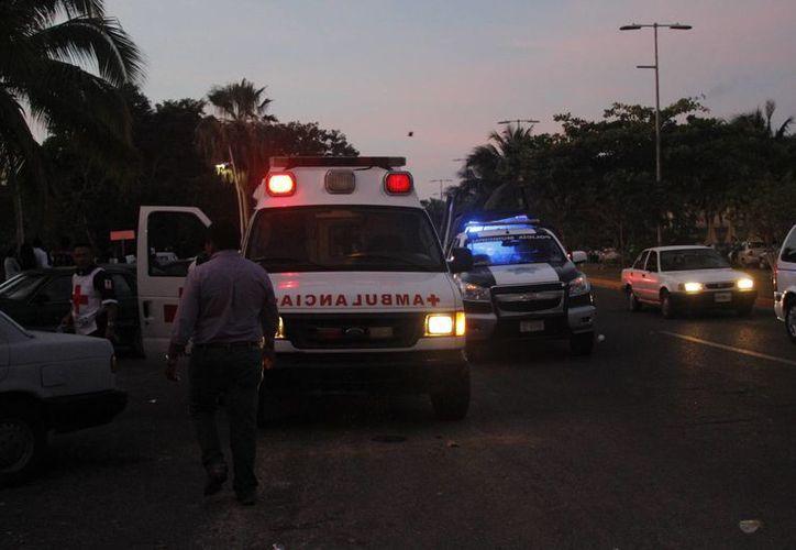 El sujeto fue trasladado en un automóvil particular, debido a que las ambulancias se encontraban ocupadas. (Harold Alcocer/SIPSE)
