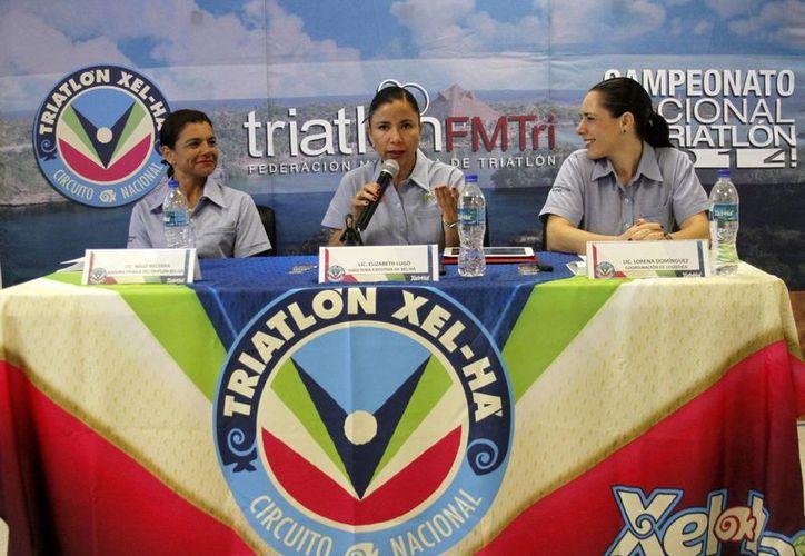 Realizan conferencia para dar a conocer por menores del Triatlón Hel-Ha 2014. (Francisco Gálvez/SIPSE)