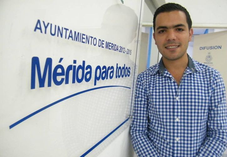 A sus 26 años, Elías Lixa Abimerhi es regidor del Ayuntamiento de Mérida. (SIPSE)