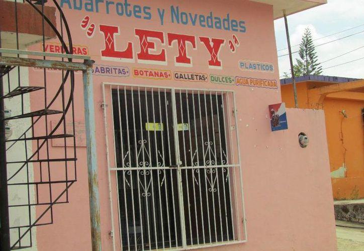 La tienda de abarrotes y novedades afectada. (Raúl Balam/SIPSE)