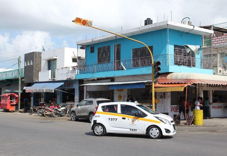 De los 37 semáforos que existen en Chetumal, el 70% se encuentra en malas condiciones debido a la falta de mantenimiento. (Joel Zamora/SIPSE)