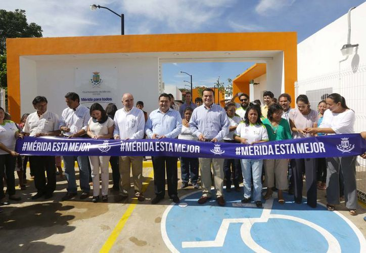 Renán Barrera destacó que el comedor de la colonia Emiliano Zapata será administrado por la Feyac en colaboración con los vecinos de la zona. (Cortesía)