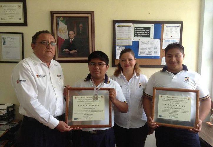 Los alumnos recibieron un reconocimiento por su destacada participación. (Cortesía/SIPSE)