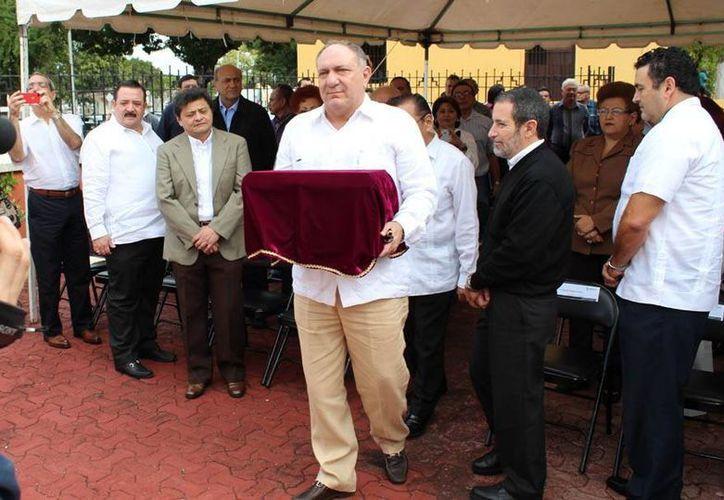 El nieto del compositor, Alejandro G. Rosas hizo los honores. (Milenio Novedades)