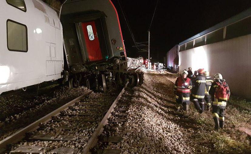 El choque de dos trenes en Viena dejó varios heridos, algunos muy graves. (Twitter)