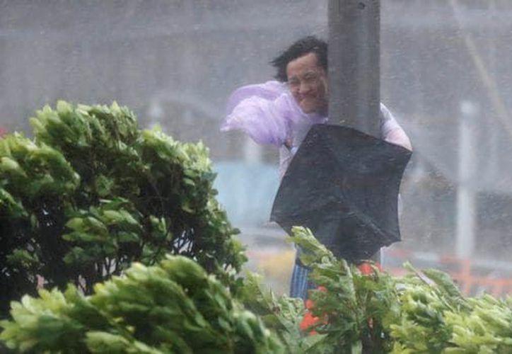 El tifón trajo fuertes vientos. (Infobae)