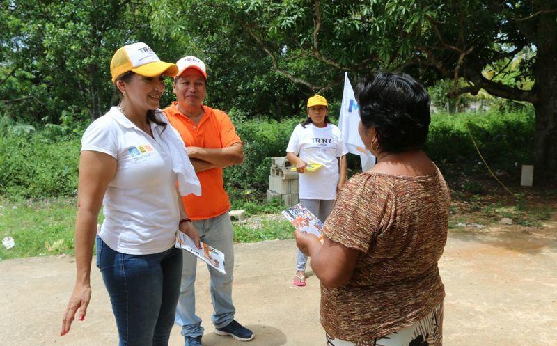 La candidata sigue visitando a los habitantes de las comunidades. (Cortesía)