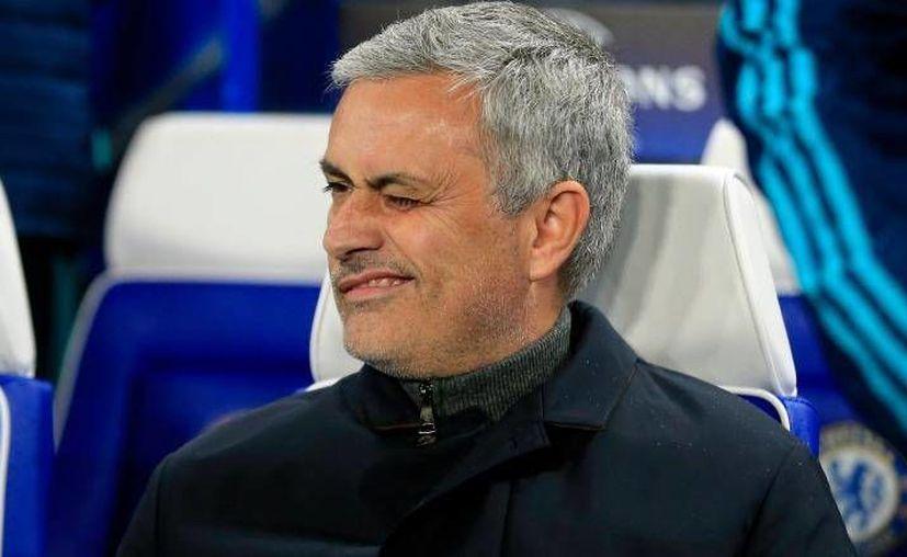 Tras los pésimos resultados que ha dado el holandés Louis van Gaal  sus horas estarían contadas en el Manchester United, que tendría como nuevo DT a José Mourinho (Foto). (Archivo AP)