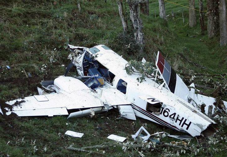 """Restos de la aeronave accidentada, en donde viajaban dos miembros del equipo de producción de la película """"Mena"""", en el municipio colombiano de San Pedro de los Milagros. (EFE)"""