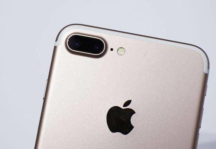 En México, el iPhone 7 de 32 GB cuesta 15 mil 500 pesos, con lo que podrías pagar un curso de idiomas en Canadá. (Apple)