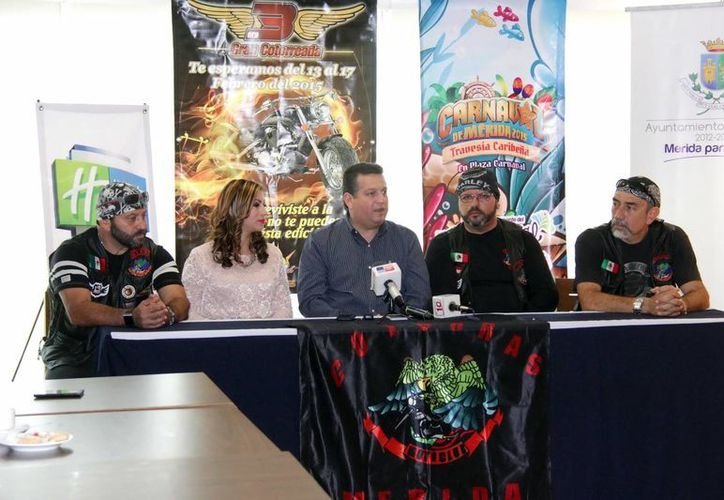 Rueda de prensa en la que estuvieron presentes integrantes del Moto Club 'Las Cotorras'. (Luis Pérez/SIPSE)