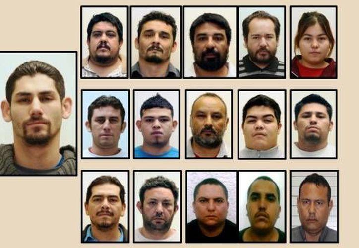 El exmilitar (izq) dirigía una banda de 14 plagiarios en Nuevo León. (CNN)