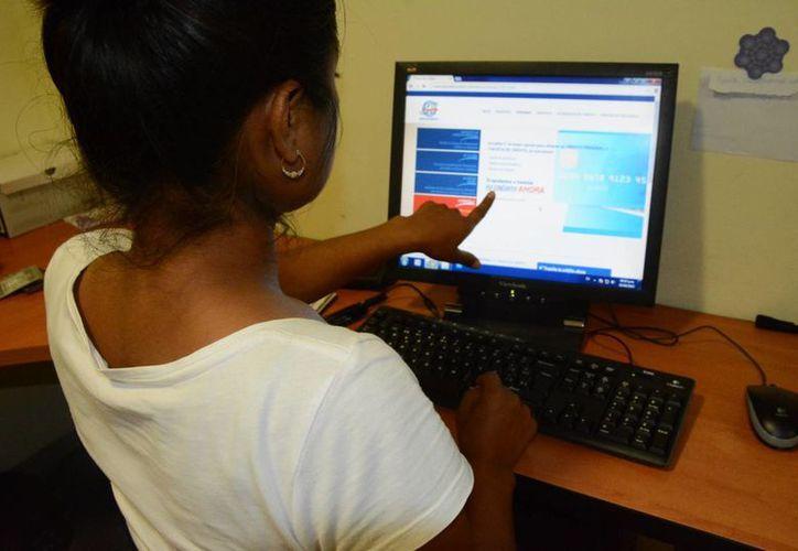 Hay empresas que llevan los registros del buró de crédito. (Victoria González/SIPSE)