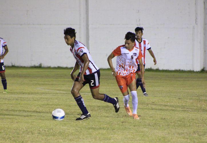 El partido entre Campeche Fútbol Club y Tigrillos resultó muy parejo, quedó empatado 2-2 en tiempo reglamentario. (Miguel Maldonado/SIPSE)