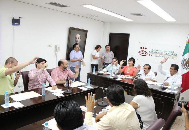 Diputados durante el análisis del informe sobre la Cuenta Pública 2012 que presentó la Auditoría Superior del Estado de Yucatán. (SIPSE)