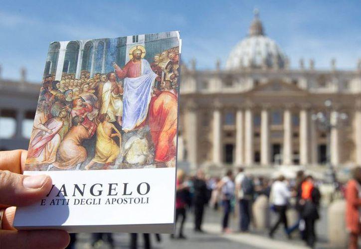 El ejemplar contiene cuatro evangelios y actos de los Apóstoles. (EFE)