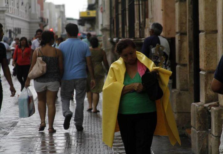 La onda tropical número 28 ocasionó lluvias ayer en el centro de Mérida. (SIPSE)