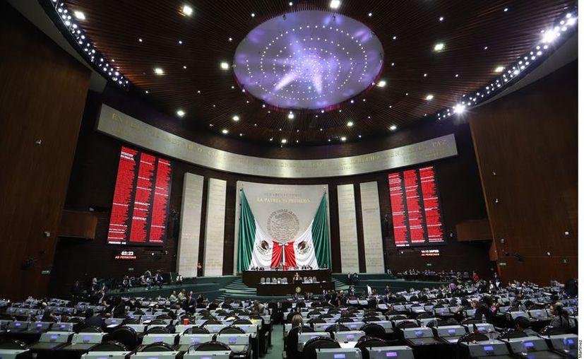 Los legisladores continúan con prácticas añejas de gastar los recursos oficiales que reciben en actividades ajenas a sus funciones. (Foto: Reforma).