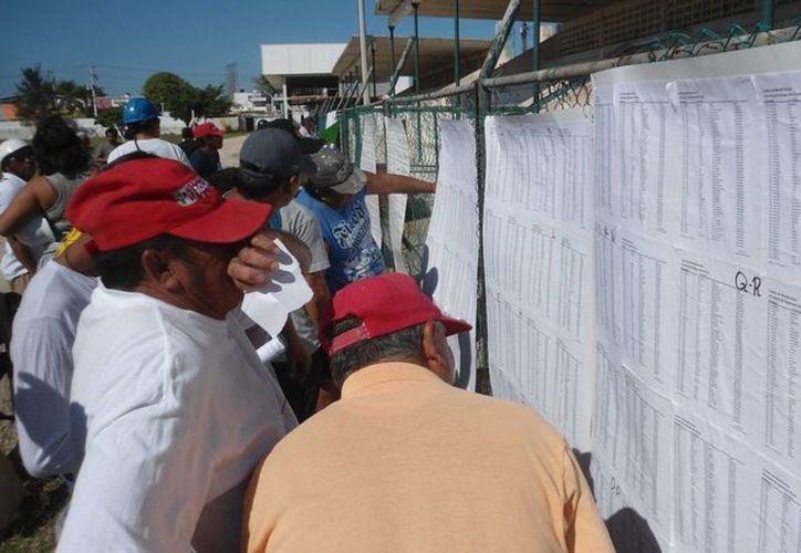 Los pescadores se alistan para reanudar la captura de mero. (Manuel Pool/SIPSE)