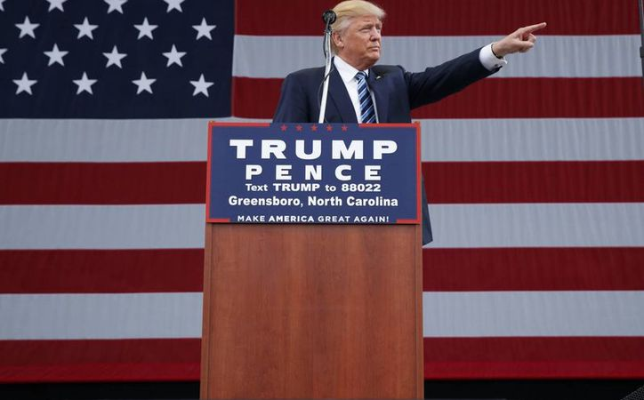 Hoy salió a la luz un nuevo caso de acoso sexual de Trump en contra de  Kristin Anderson. Imagen del candidato presidencial republicano durante un acto de campaña este viernes, en Greensboro, Carolina del Norte. (AP Photo / Evan Vucci)