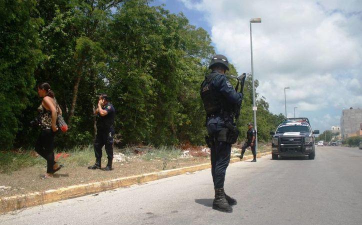 Elementos de seguridad realizan desde esta administración, rondines de vigilancia en zonas invasión de Playa del Carmen. (Octavio Martínez/SIPSE)