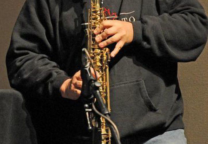 Alain Derbez radica en Xalapa, Veracruz, es ensayista, narrador, músico, compositor y poeta. (Alejandra Flores/SIPSE)