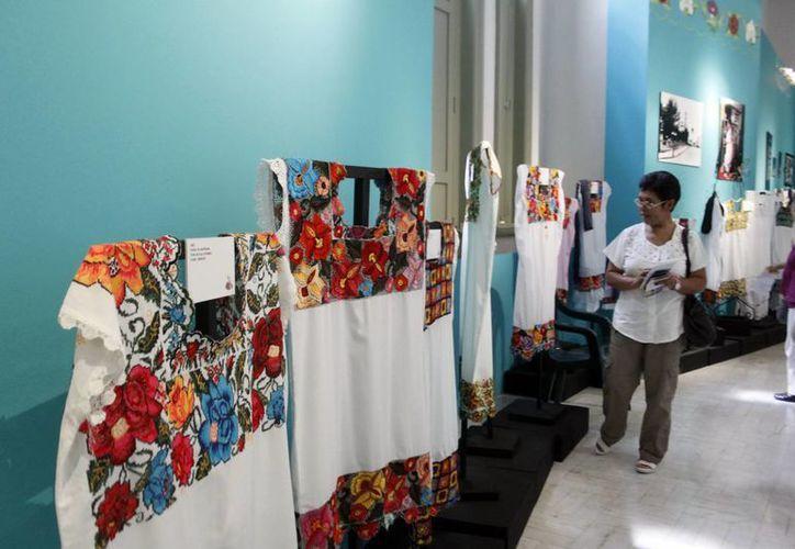 Destacan la interacción entre creador y público para la venta de las piezas. (SIPSE)