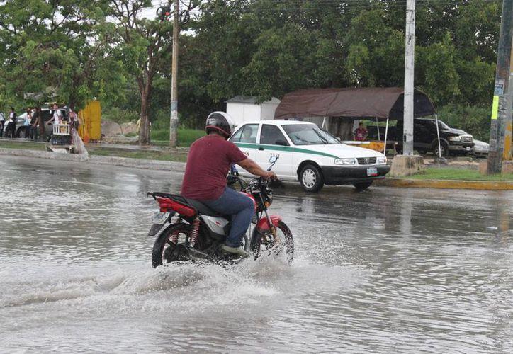 Ayer se registraron lluvias en diferentes puntos de Cancún. (Consuelo Javier/SIPSE)